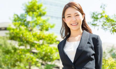 女性も営業職はスーツを着用!好印象を与える着こなしの基本